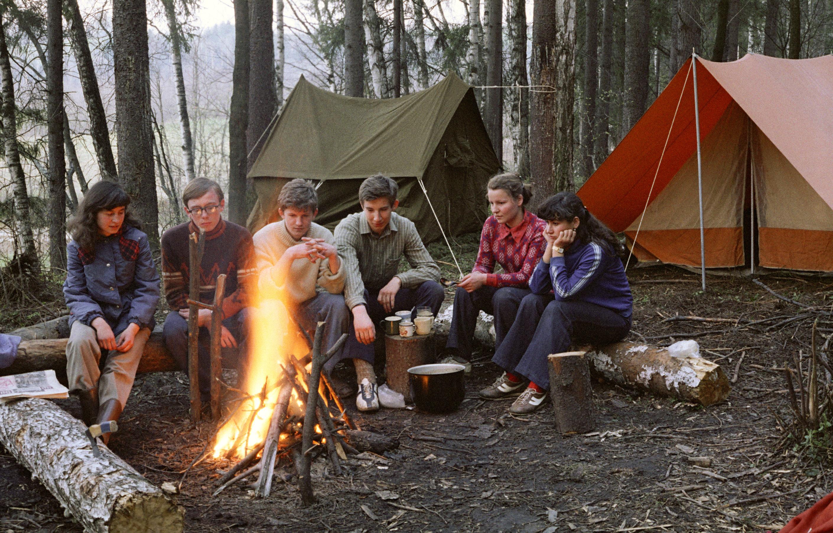 Студенты в палатке 26 фотография